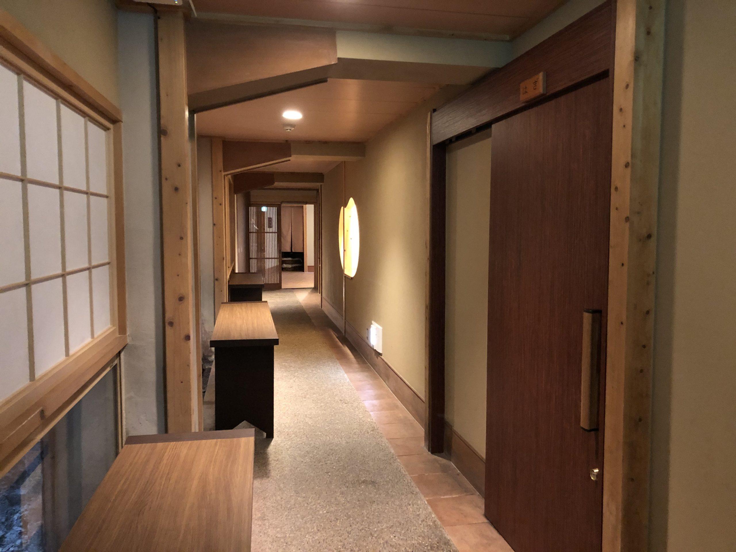 不動口館の客室までの道のり
